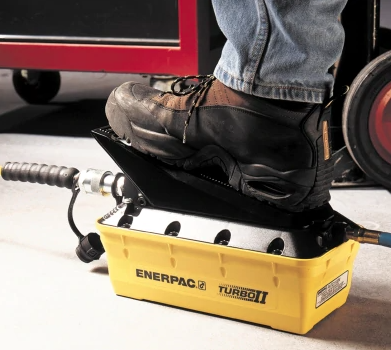 Enerpac pneumatische hydrauliek pomp 700 bar