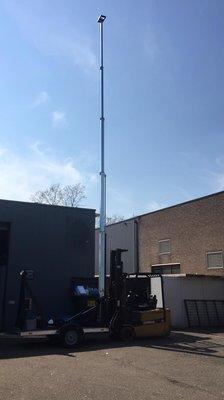 Uitschuifbare hydraulische telescopische mast op aanhanger